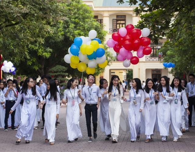 Học sinh Trường THPT chuyên Phan Bội Châu trong ngày khai giảng năm học mới