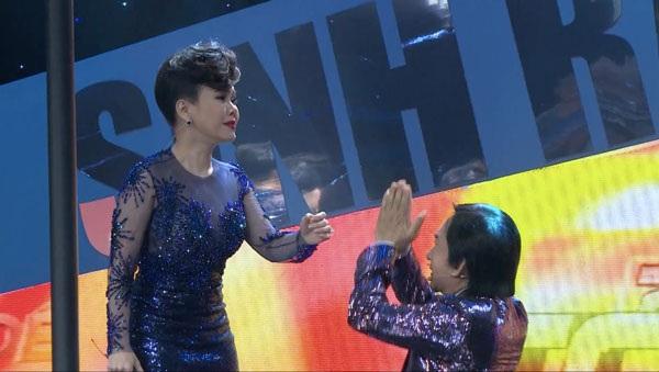 ... khiến Việt Hương và Kim Tử Long biểu diễn phụ họa đầy phấn khích.