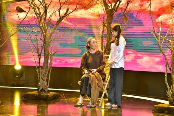 HLV nhí Nhã Thy và nghệ sĩ thể hiện minh họa trong phần trình diễn của Phan Thanh Bình.