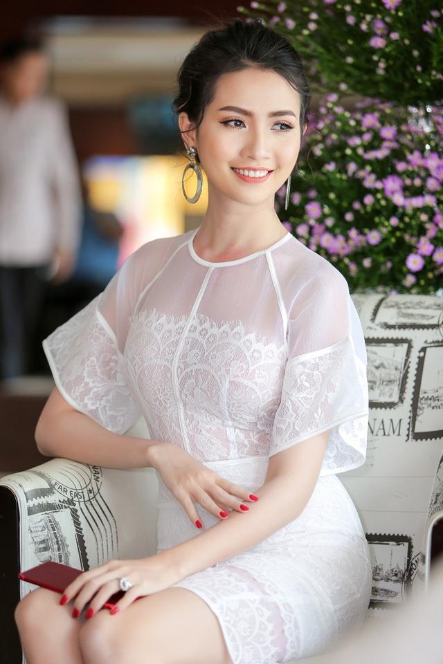 Top 5 Hoa hậu Việt Nam 2012 Phan Thị Mơ vướng tin đồn về việc sắp lên xe hoa với bạn trai thành đạt. Hồi cuối năm 2016, cô từng gây bất ngờ khi đăng ảnh chiếc nhẫn kim cương tiền tỷ được bạn trai dành tặng trong dịp sinh nhật 26 tuổi.
