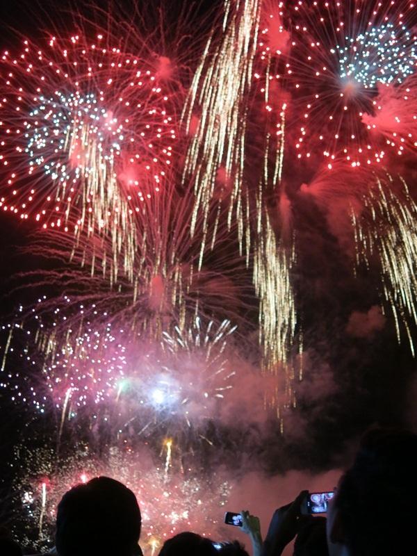 Đêm khai mạc lễ hội pháo hoa quốc tế nằm trong kỳ nghỉ lễ 30/4 - 1/5 dự báo thu hút một lượng du khách lớn đổ về Đà Nẵng