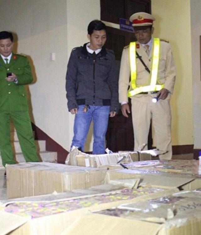 Nguyễn Xuân Đức và tang vật bị bắt giữ