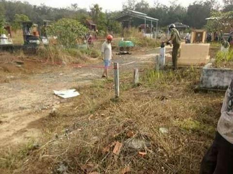 Cơ quan chức năng khám nghiệm hiện trường vụ thi thể bị thiêu ở nghĩa trang