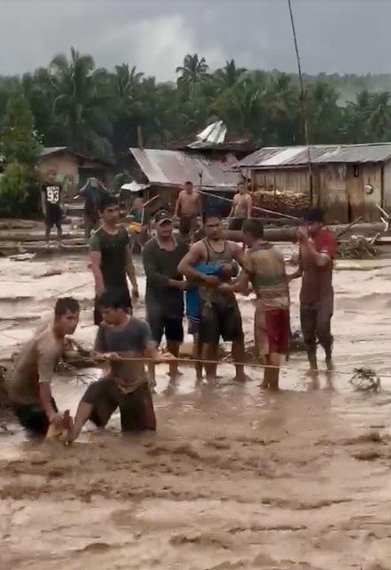 Trong số gần 90 người thiệt mạng, có 39 trường hợp là người dân sống ở các thị trấn Tubod, El Salvador và Munai thuộc tỉnh Lanao del Norte. Tại tỉnh Zamboanga del Norte, cảnh sát cho biết 30 người đã thiệt mạng ở thị trấn Sibuco và 6 người ở Salug.