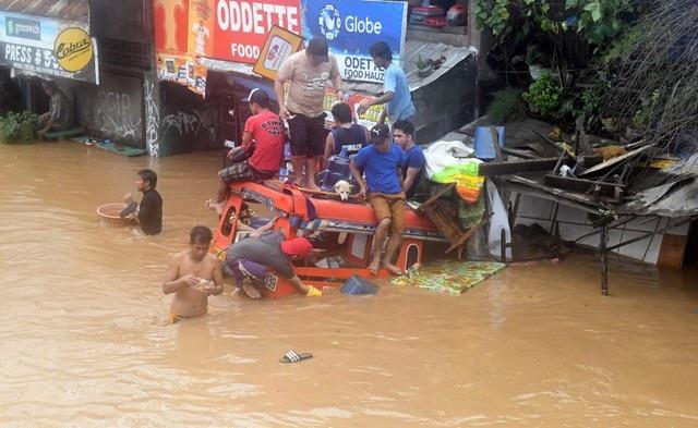 Theo giới chức Philippines, hầu hết nạn nhân là người dân sống ở đảo Mindanao, phía nam Philippines. Hiện các cơ quan chức năng vẫn đang xác nhận báo cáo thương vong từ một ngôi làng bị chôn vùi do lở đất ở Tubod.