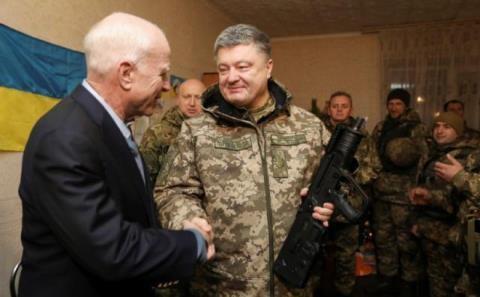 Mâu thuẫn giữa quân chính phủ Ukraine và các lực lượng vũ trang Donetsk tiếp tục leo thang sau chuyến thăm của thượng nghị sĩ Mỹ đến Mariupol.