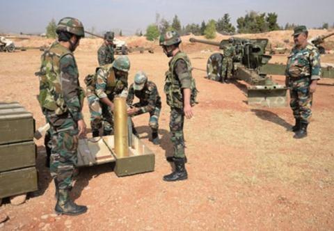 Pháo binh quân đội Syria trên vùng ngoại ô thủ đô Damascus