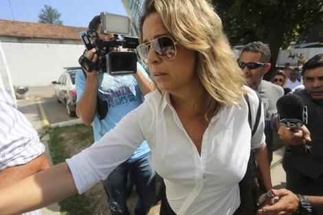 Bà Francoise de Souza Oliveira bị tình nghi cùng người tình giết chồng.