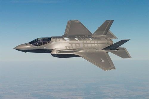 Không quân Mỹ quyết tâm theo đuổi chương trình phát triển máy bay F-35 - 1
