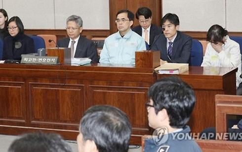 Chang Si-ho (ngoài cùng bên trái, hàng trên) trong một cuộc thẩm vấn. (Ảnh: Yonhap)