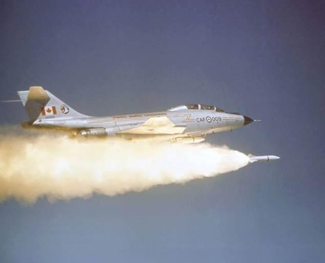 Phóng tập tên lửa không điều khiển AIR-2A Genie từ máy bay tiêm kích- đánh chặn Canada F-101B