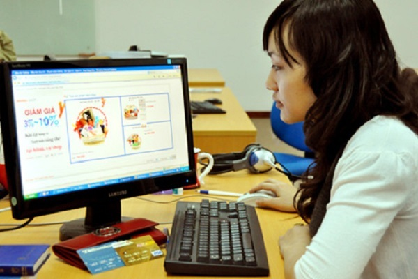 Hà Nội nghiêm cấm cán bộ công chức được quảng cáo, mời gọi, vận động mua bán trong giờ làm việc