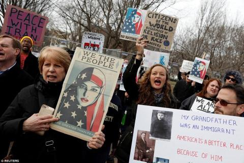 Nước Mỹ và thế giới rúng động vì lệnh cấm nhập cảnh của Tổng thống Trump