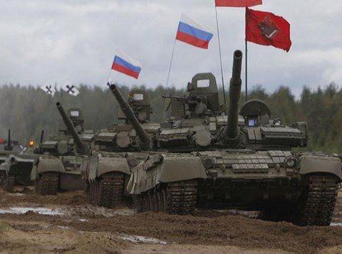 """Xem Nga lắp cầu phao dã chiến """"cõng"""" xe thiết giáp vượt sông băng - 1"""