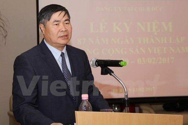 Đại sứ Đoàn Xuân Hưng quán triệt các nội dung cơ bản của Nghị quyết Trung ương IV khóa XII. (Ảnh: Phạm Văn Thắng/Vietnam+)
