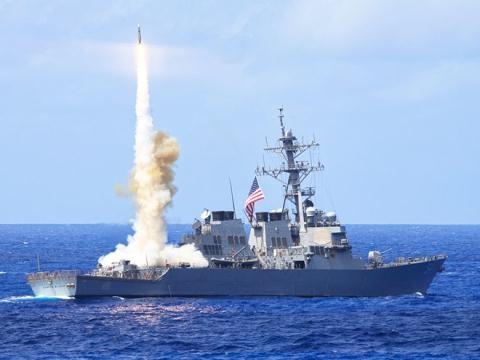 Chiến hạm Mỹ phóng tên lửa SM-3.