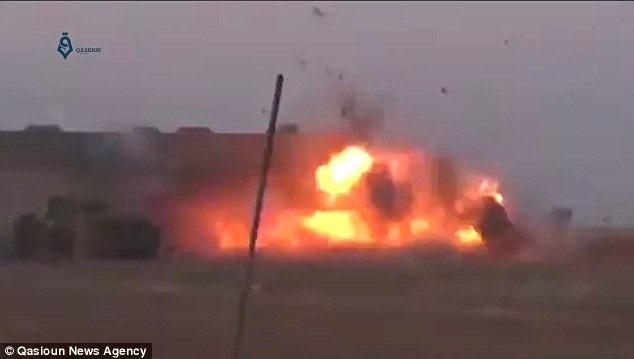 Khoảnh khắc quả bom phát nổ. (Nguồn: Qasioun News Agency)