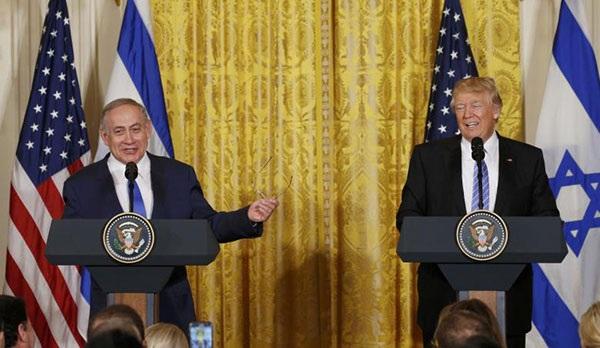 Tổng thống Trump (phải) và Thủ tướng Netanyahu tại buổi họp báo sau cuộc gặp thượng đỉnh. Ảnh: Reuters.