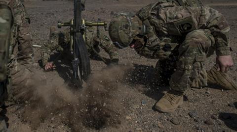 Báo Mỹ: Kế hoạch chiến đấu chống lại vũ khí Nga, Trung - 1