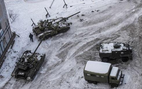 Xe tăng của quân đội Ukraine xuất hiện tại thành phố Avdiivka, miền Đông Ukraine ngày 1/2. Ảnh: Reuters.