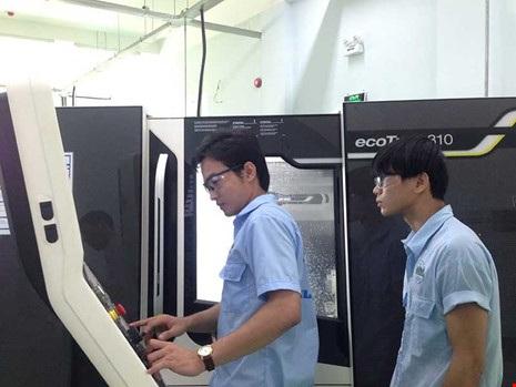 """Thay vì đợi chờ """"lọt sàng xuống nia"""", các trường cao đẳng đã thu hút người học bằng việc đầu tư thiết bị, thực hành bài bản, bảo đảm ra trường có việc làm. Ảnh: P.ĐIỀN"""