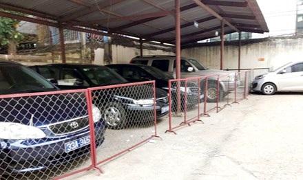 """Những chiếc xe công biển xanh tại Sở LĐ-TB&XH Hà Nội """"nằm chuồng"""" để bàn giao cho thành phố"""