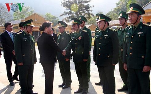 Chủ tịch Quốc hội thăm và làm việc với Đồn biên phòng cửa khẩu quốc tế Tây Trang