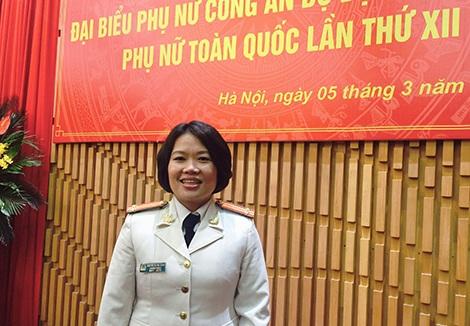 Trung tá Nguyễn Thị Thu Hằng - đại biểu đại diện phụ nữ tiêu biểu của Bộ Công an được tuyên dương trong ĐH Đại biểu phụ nữ toàn quốc lần thứ XII.