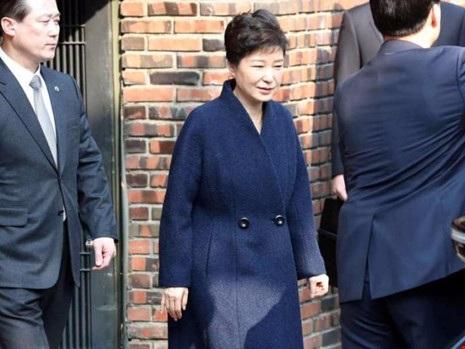 Bà Park Geun-hye có mặt tại văn phòng công tố quận Seoul ngày 21-3. Ảnh: REUTERS