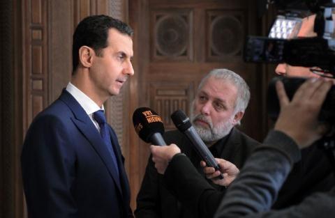Tổng thống Syria Assad trả lời báo chí.
