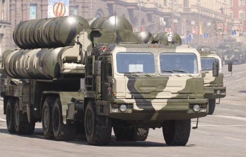 Hệ thống phòng thủ S-400 sẽ bảo đảm đóng cửa hoàn toàn không phận Syria và sẵn sàng tiêu diệt các vật thể bay vào không phận nước này.
