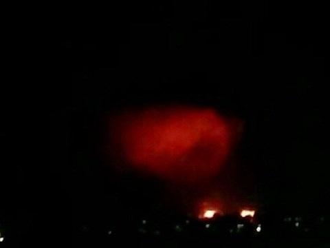 Một cuộc không kích bằng bom dẫn hướng bằng laser của Nga ở Douma, tối 27-3