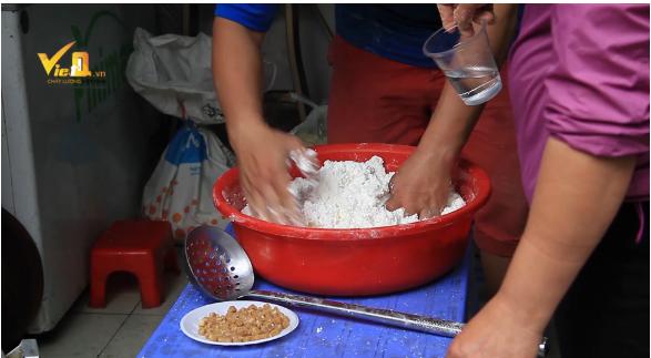 Giá một kg bột nếp bán ngày Tết Hàn thực dao động từ 20.000 - 40.000 đồng/kg