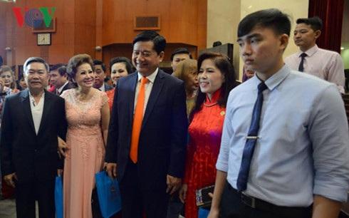 Bí thư Thành ủy Thành phố Hồ Chí Minh Đinh La Thăng trong buổi tiếp các Việt kiều.