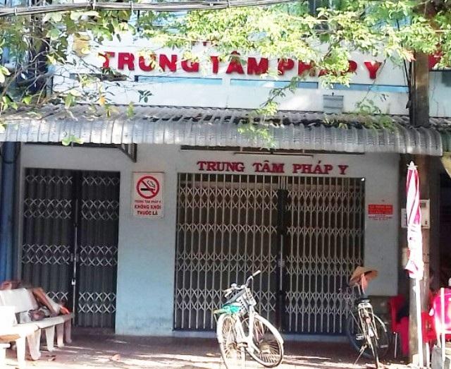 Do cả tỉnh Cà Mau chỉ có ông Trần Việt Bắc là Giám định viên tư pháp, nên từ khi ông bị cho thôi giữ chức vụ và miễn nhiệm chức danh Giám định viên đến nay, Trung tâm Pháp y tỉnh Cà Mau đã phải tạm thời đóng cửa.