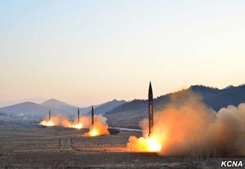Vì sao ông Kim Jong-un không hề e sợ khi Mỹ rầm rộ điều quân đến - 1