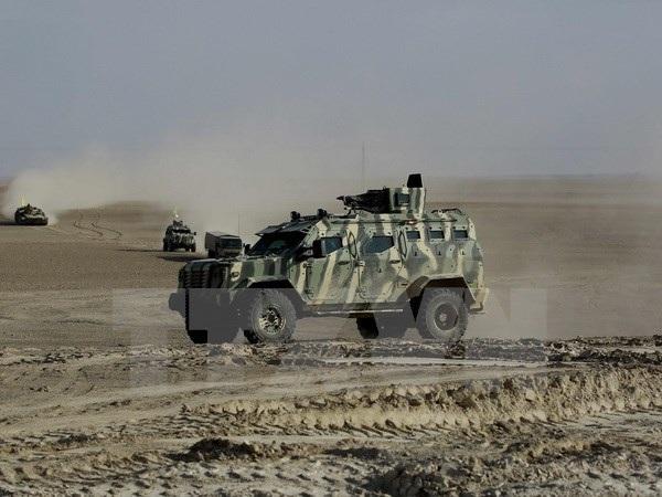 Liên minh các chiến binh người Arab và người Kurd do Mỹ hậu thuẫn mở cuộc truy quét các tay súng IS gần làng Bir Fawaz, cách Raqa khoảng 20km ngày 8/2. (Nguồn: AFP/TTXVN)
