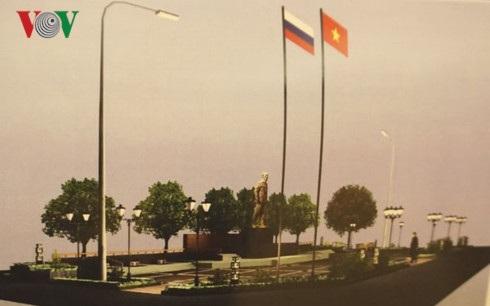 Ảnh chụp mô hình Quần thể Quảng trường và tượng đài Hồ Chí Minh ở thành phố quê hương Lenin Ulianovsk.