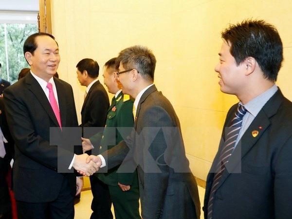 Chủ tịch nước Trần Đại Quang đến thăm và nói chuyện với cán bộ, nhân viên Đại sứ quán Việt Nam tại Trung Quốc. (Ảnh: Nhan Sáng/TTXVN)