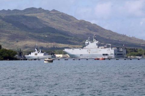 Tàu đổ bộ Mistral tham gia tập trận gần Guam.
