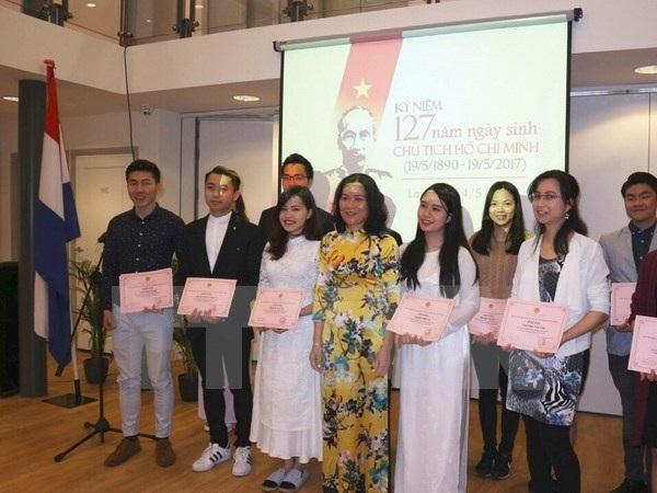 Người Việt tại nước ngoài kỷ niệm 127 năm ngày sinh Chủ tịch Hồ Chí Minh - 10
