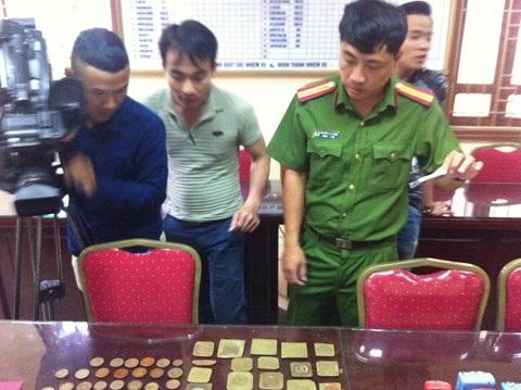 Hàng chục mẫu con dấu giả của các đối tượng bị CAQ Hoàng Mai phát hiện, thu giữ