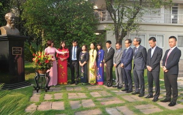 Người Việt tại nước ngoài kỷ niệm 127 năm ngày sinh Chủ tịch Hồ Chí Minh - 7