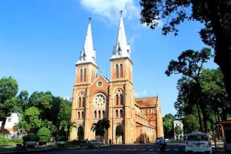 Khu vực nhà thờ Đức Bà cấm đậu xe gây khó khăn cho các công ty du lịch trong dừng đón khách