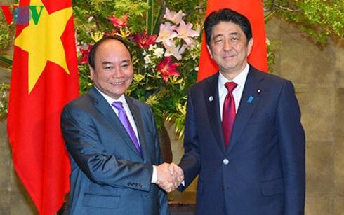 Thủ tướng Nguyễn Xuân Phúc và Thủ tướng Nhật Bản Shinzo Abe tại Tokyo, tháng 5/2016
