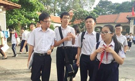 Thí sinh kết thúc kỳ thi lớp 10 tại TPHCM.