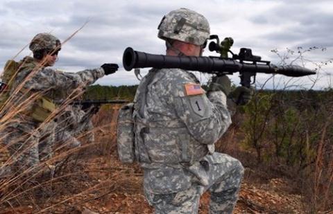 Binh sĩ Mỹ huấn luyện với súng RPG-7.