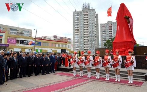 Nghi lễ khánh thành tượng đài Bác Hồ trên quê hương Lenin.