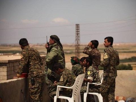 Các chỉ huy của lực lượng người Kurd trên chiến trường Raqqa, Syria