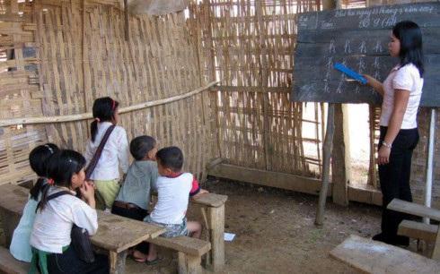 Cô giáo Triệu Thị Nga: Cuộc sống của các thầy cô khó khăn nhưng cuộc sống của các em học sinh còn khó khăn hơn. Trường,lớp thì dột nát. (ảnh minh họa, nguồn: FB chúng tôi là giáo viên tiểu học)